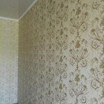 Как клеить на стену текстильные обои
