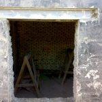 Устройство двери в несущей стенке